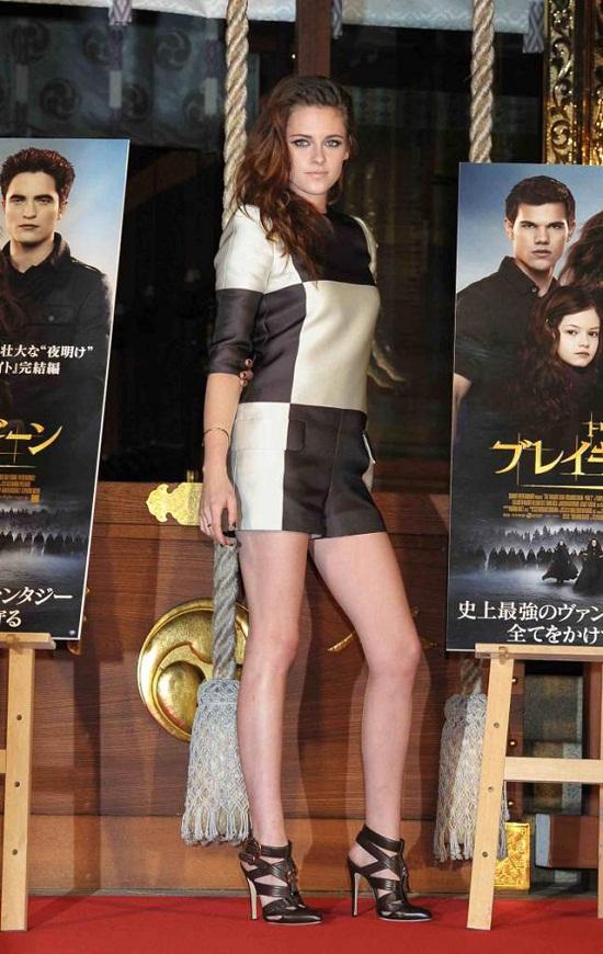 Kristen-Stewart-photocall-Breaking-Dawn-Part 2-Tokyo-Louis-Vuittton-chekerboard-print
