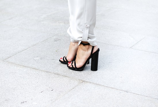Grey_trousers-Basic_Tee-Asos-Black_Sandals-Outfit-street_style-22