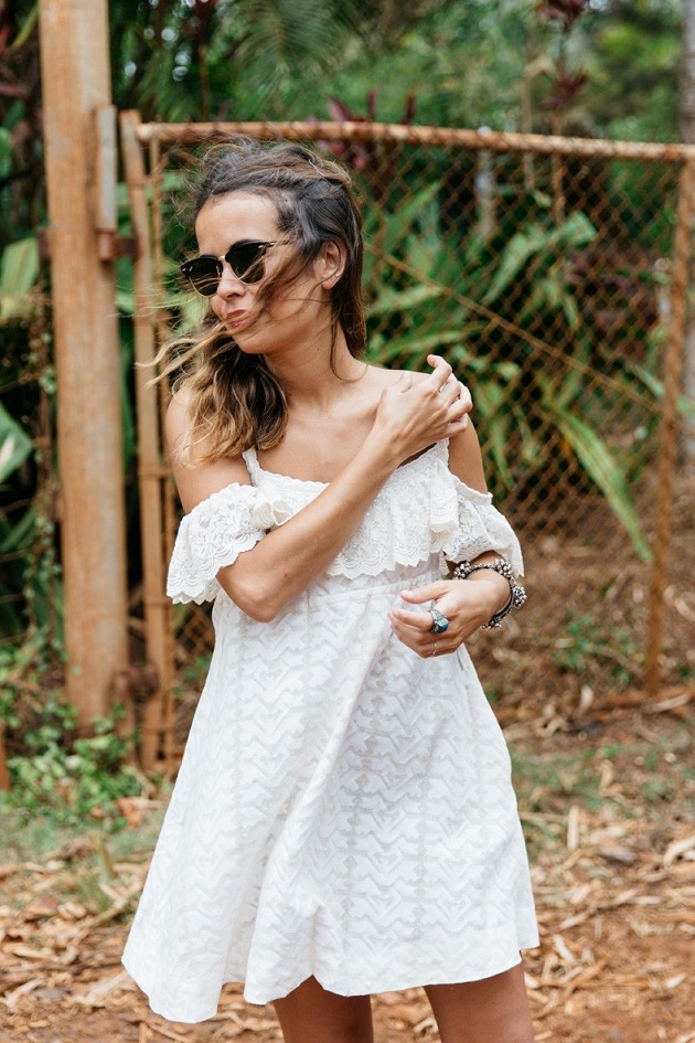 Off_Shoulders_Dress-Zaitegui-Kauai-Espadrilles-Summer_Look-Collage_Vintage-White_Dress-13-790x1185