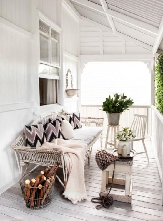 cozy-and-beautiful-winter-terrace-decor-ideas-15-554x754