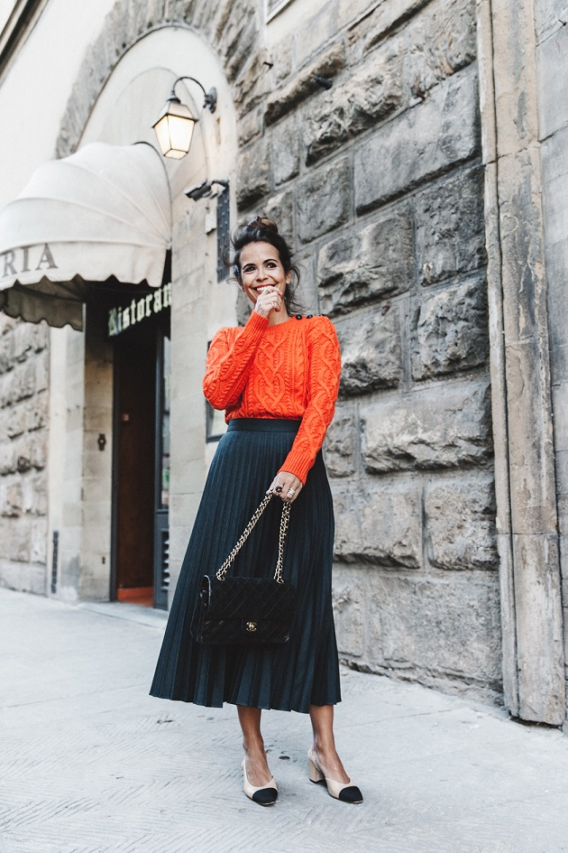 Orange_Sweater-Midi_Skirt-Slingback_Shoes_Chanel-Vintage_Bag-Florence-Outfit-Street_Style-16