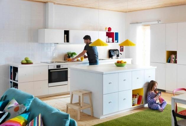 cocina-blanca-alfombra-verde