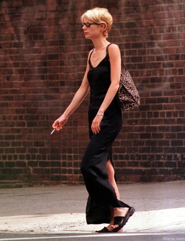 Gwyneth-Paltrow-Smoking-a-Cigarette