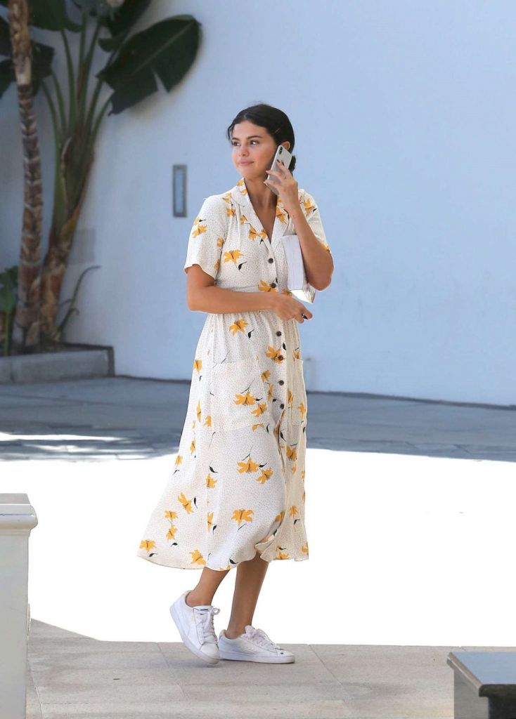 cómo-llevar-vestido-camisero-flores-zara