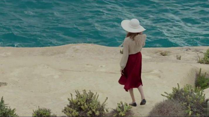 looks-angelina-jolie-by-the-sea