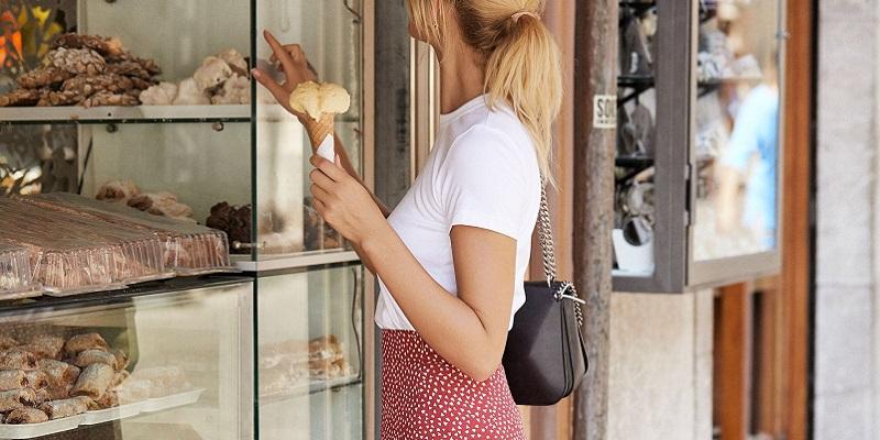 look-falda-estampada-roja