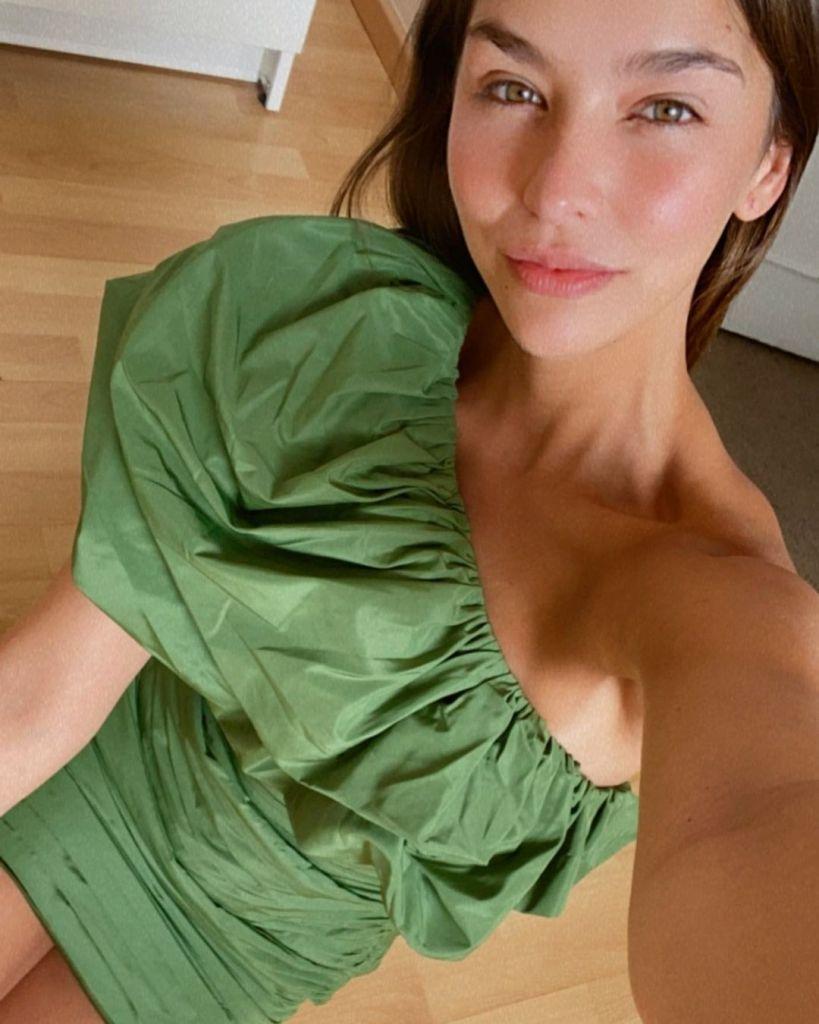 look-invitada-vestido-verde-conscious-exclusive