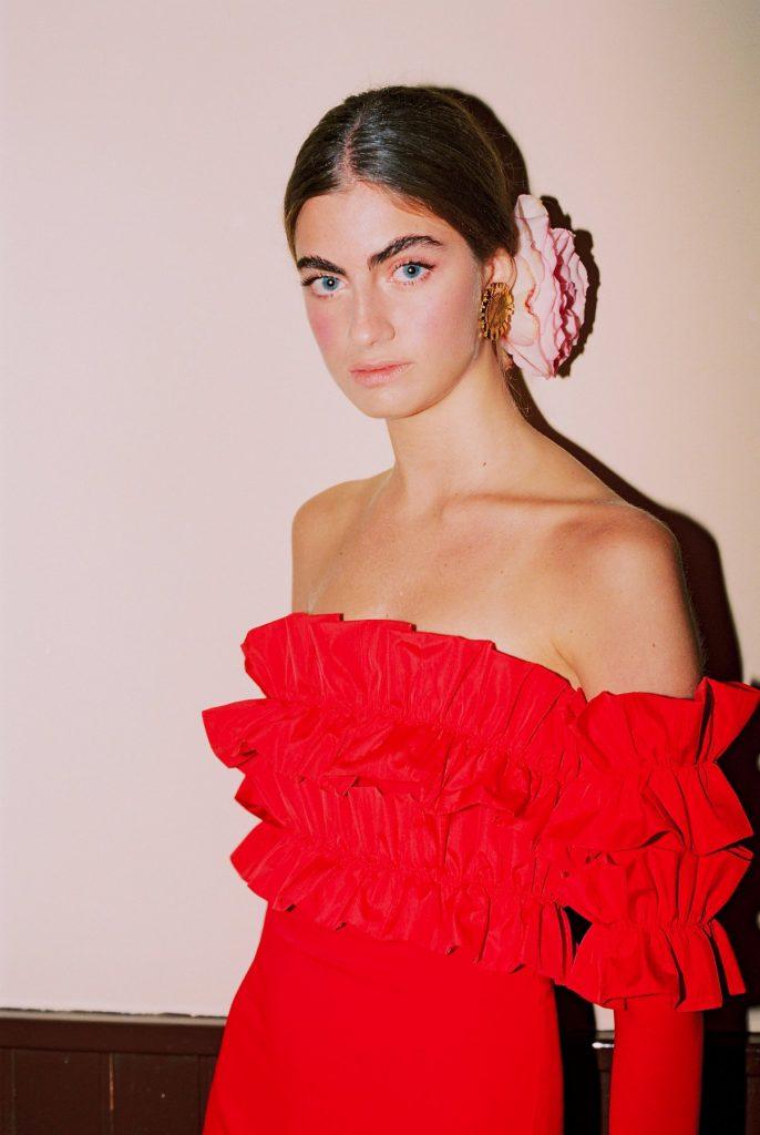 Look invitada vestido rojo