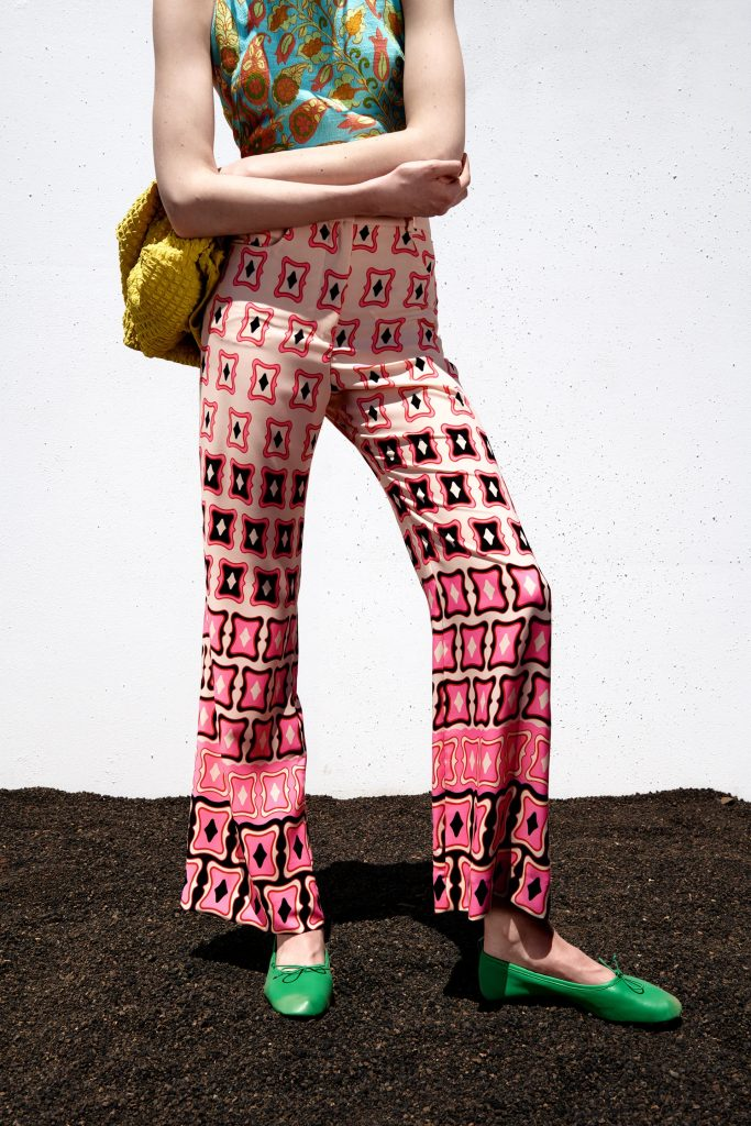 pantalones-estampados-acampanados-tendencias