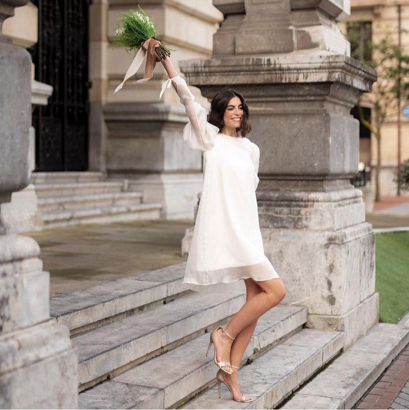 look de novia con vestido corto